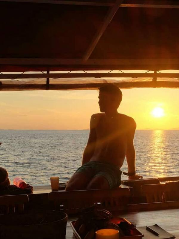 Ratu Laut guests as sun sets
