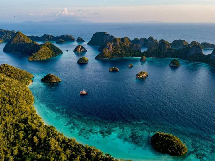 Ratu Laut Liveaboard in North Raja Ampat